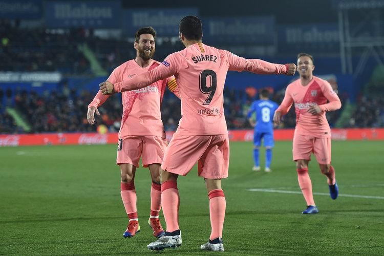 Barcelona Prioritaskan Harry Kane Ganti Suarez!